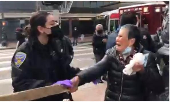华人老太太被无家可归者袭击后反击