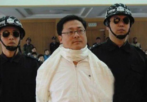 袁宝璟被杀时被割喉用白布遮脖子,彭丽媛和袁宝璟之妻卓玛关系很好帮助干掉了周永康和刘汉